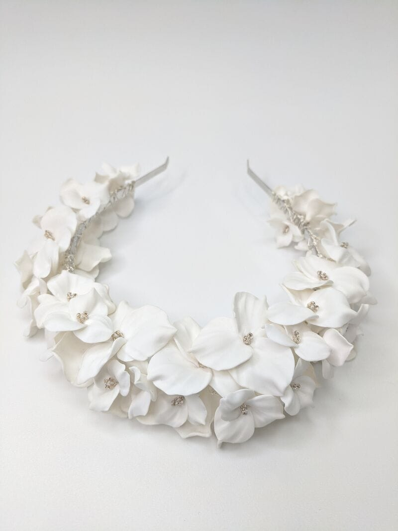 Дизайнерский свадебный ободок на голову с белыми цветами, артикул 34085002, фото №3