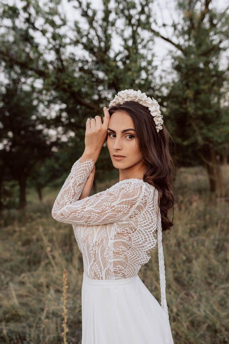 Дизайнерский свадебный ободок на голову с белыми цветами, артикул 34085002, фото №8