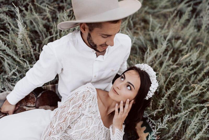 Дизайнерский свадебный ободок на голову с белыми цветами, артикул 34085002, фото №9