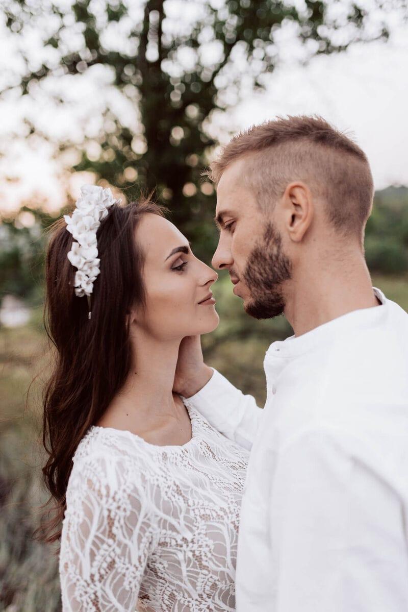 Дизайнерский свадебный ободок на голову с белыми цветами, артикул 34085002, фото №10