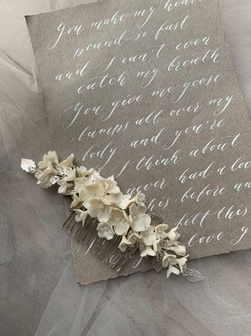 Свадебный гребень с молочными цветами и серебряными лепестками, артикул 34130003, фото 4