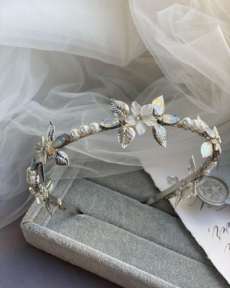 Свадебный ободок на голову опаловые стразы, артикул 5656030, фото №4