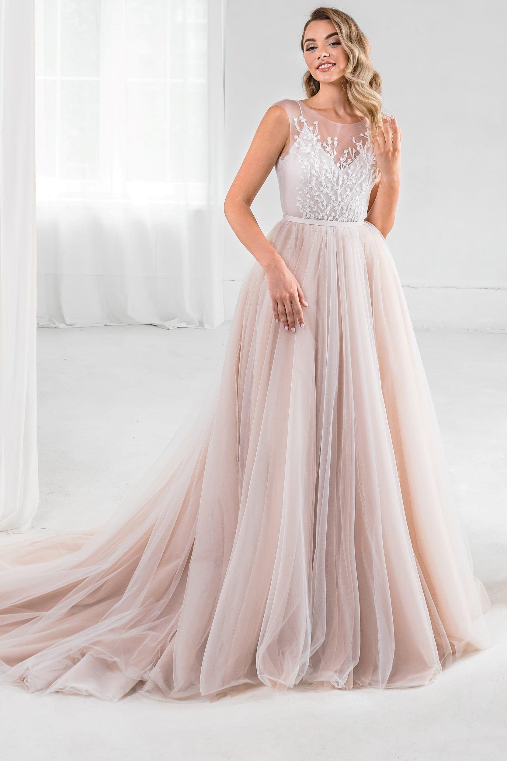 Пышное свадебное платье в стиле рустик песочного цвета