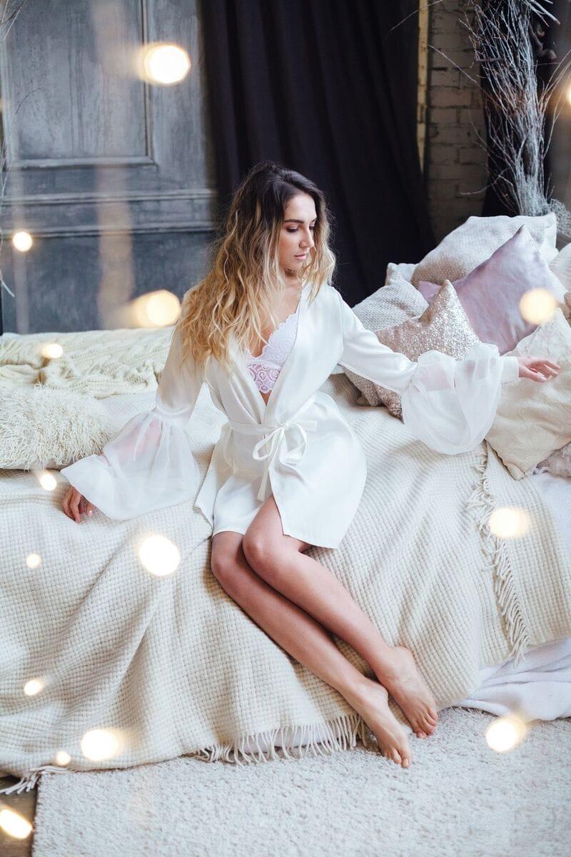 Свадебный халат с широкими рукавами, артикул 102, коллекция WEDDING MORNING, бренд RARE BRIDAL, фото 1