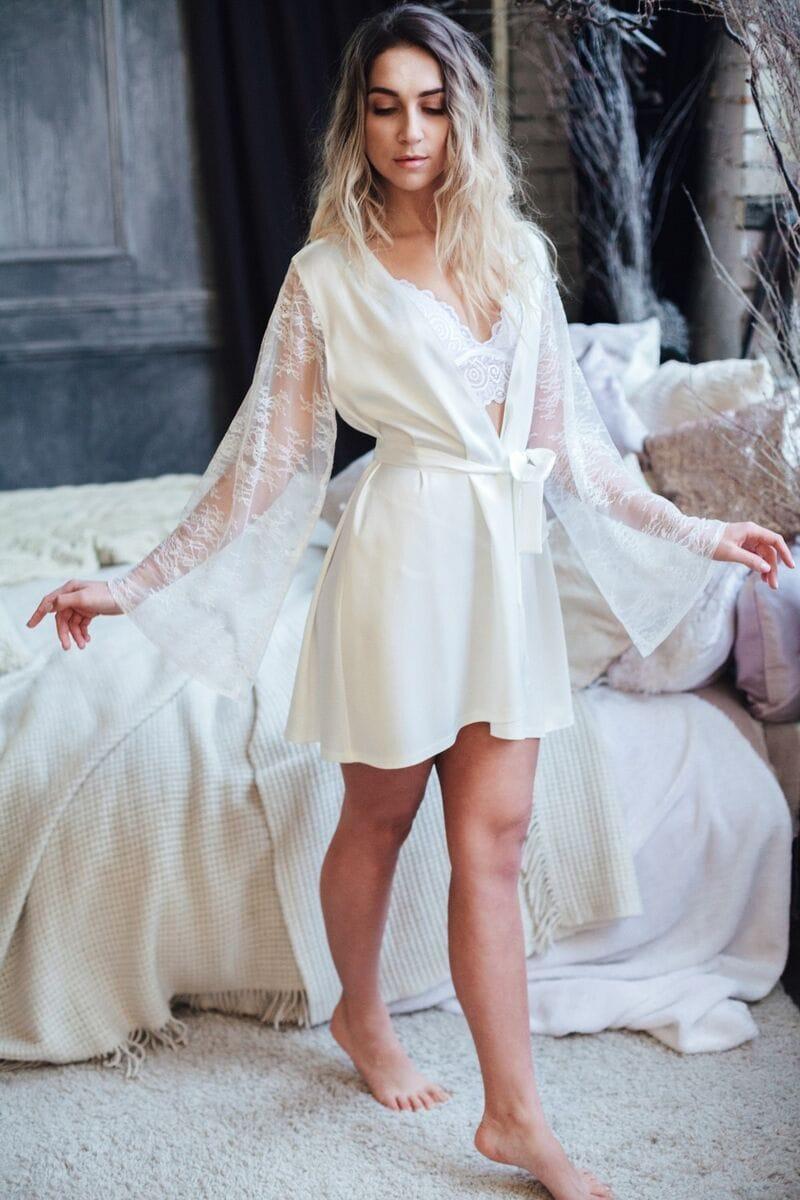 Короткий шелковый халат с кружевом, артикул 112, коллекция WEDDING MORNING, бренд RARE BRIDAL, фото 1