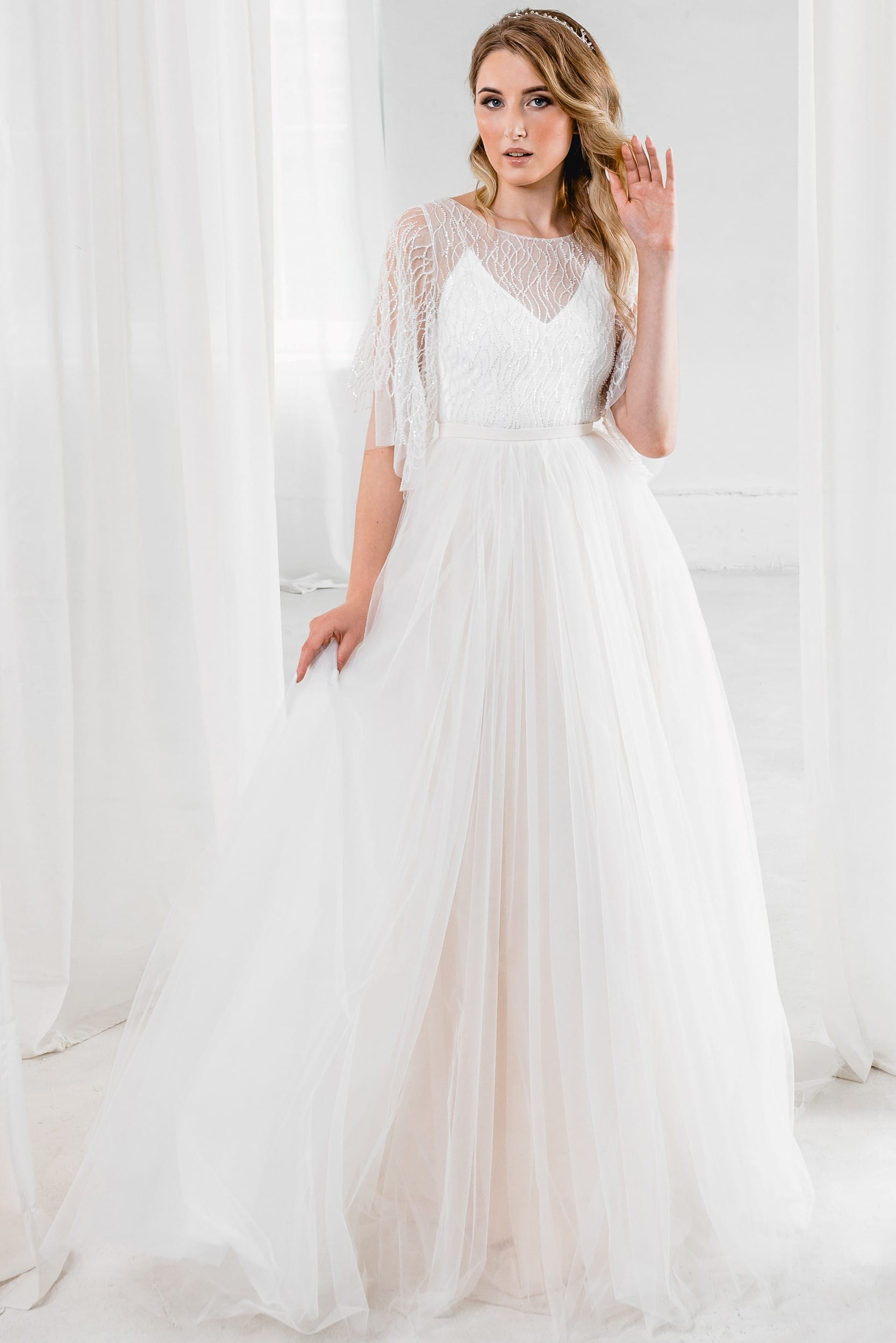 Рустик свадебное платье. Прозрачное декольте и рукава. Пышный силуэт. Цвет песочный